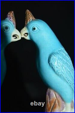 A Pair of antique Chinese export porcelain parrots, Middle of Qing Dynasty