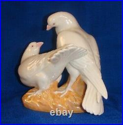 Pigeons Chinese Porcelain Statue Figurine Vintage 1950s China Pair of Lovebirds