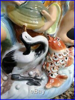 Porcelain Chinese Man Feeding A Bird And Fish a Clam